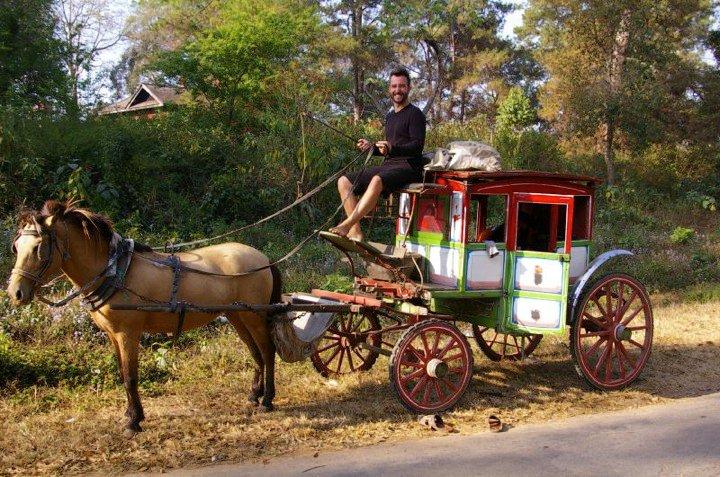 """""""Marco Buch"""" auf einer Kutsche in Myanmar"""