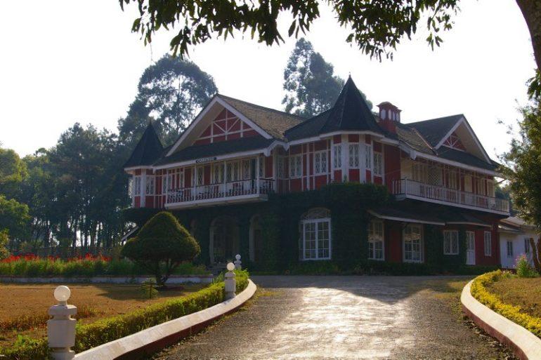 Haus und Hofzufahrt in Pyin U Lwin