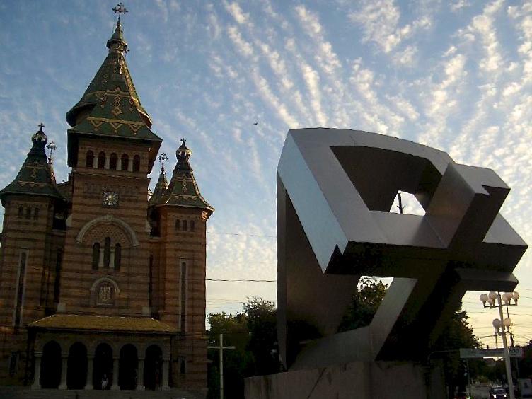 Trampen durch Europa: Skulptur in Timisoara