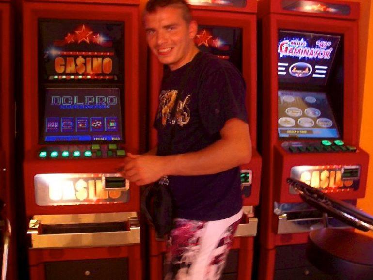 Trampen durch Europa: Glücksspielautomaten am Strassenrand