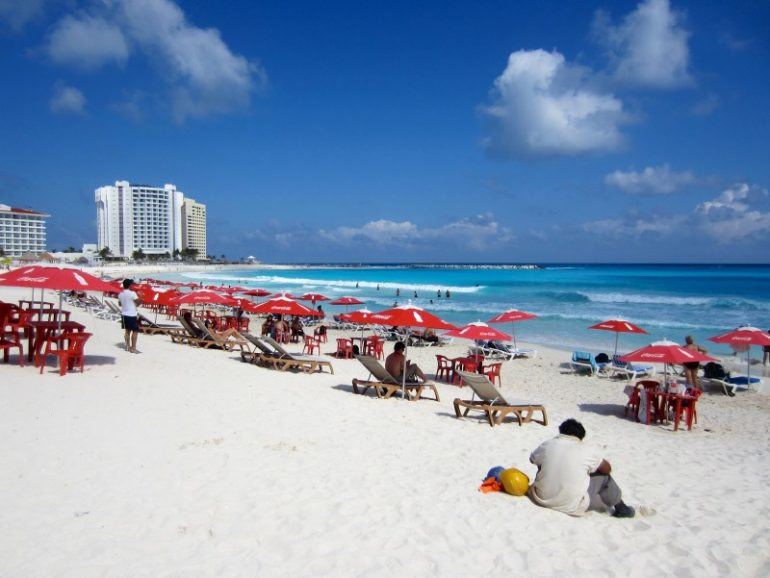 Beste Festivals: Strand während Spring Break in Cancun