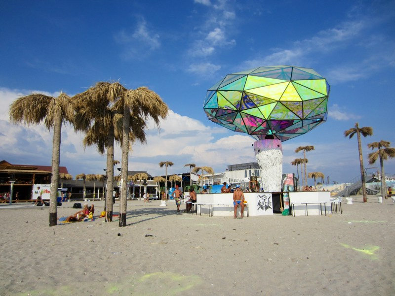 Festivals around the world: Palmtrees and sculpture in Kazantip