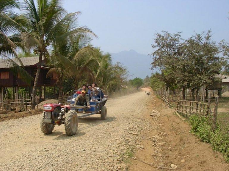Laos: Seltsames Gefährt im Norden von Laos