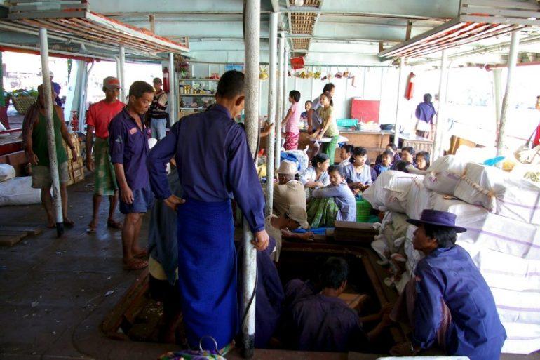 Ayeyarwaddy: Passagiere und Angestellte an Bord des Schiffs