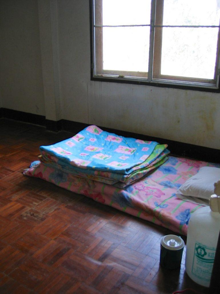 Vipassana Retreat: Simple Schlafstätte ohne Ablenkungen