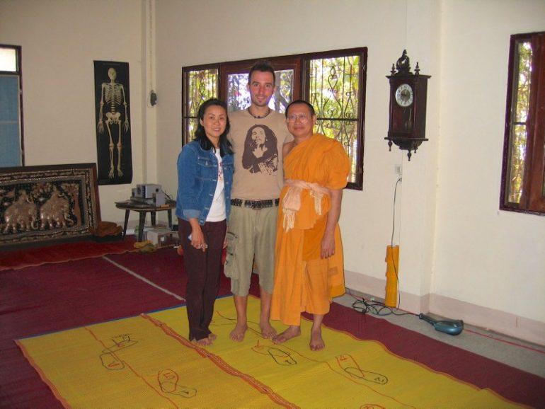 Vipassana Retreat, Ajarn Suthep mit seiner Assistentin und Schüler Marco Buch