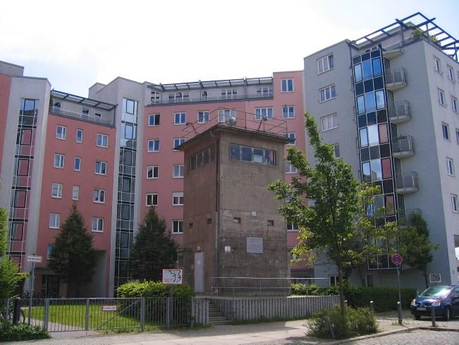 Mauerweg: Ein alter Wachturm in Mitte