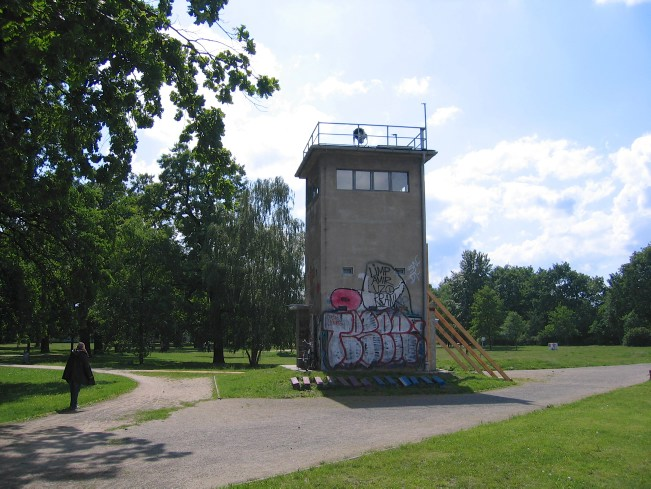 Mauerweg: Wachturm in Treptow