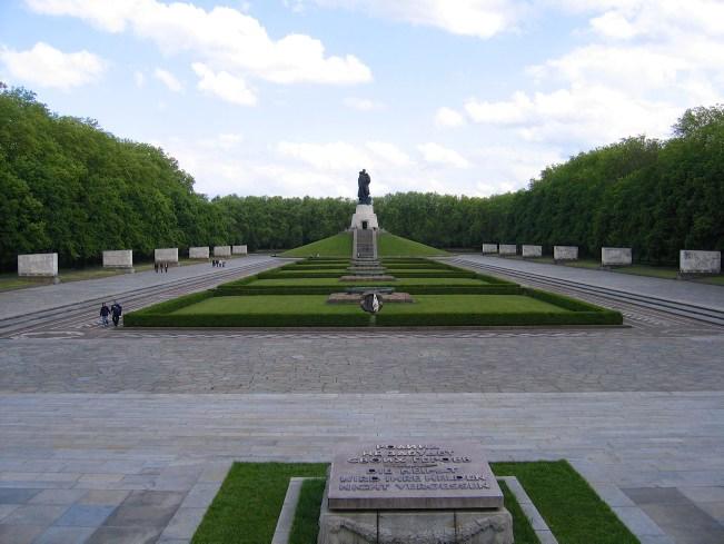 Mauerweg: Russisches Kriegerdenkmal