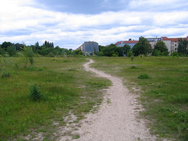 Berlin Wall Trail: Path through a meadow