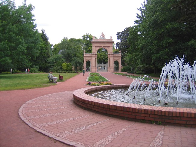 Berlin Wall Trail: Fountain and gate at Bürgerpark Pankow
