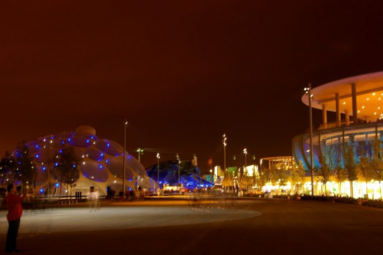 Expo 2008: Festivalgelände bei Nacht