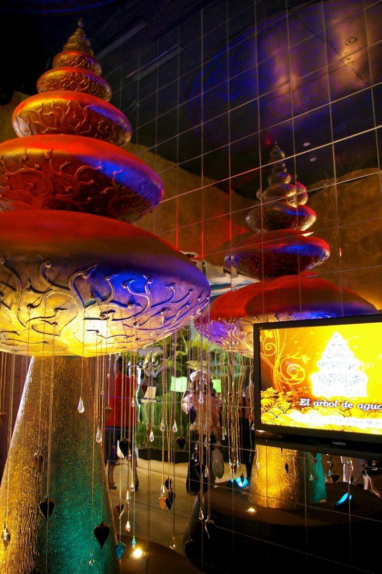 Expo 2008: farben und Skulpturen