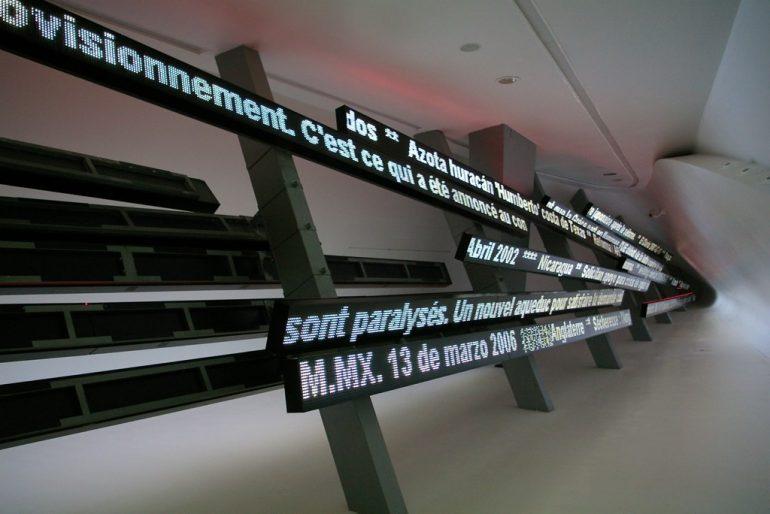Expo 2008: Installation mit Laufschrift über Wasserverbrauch