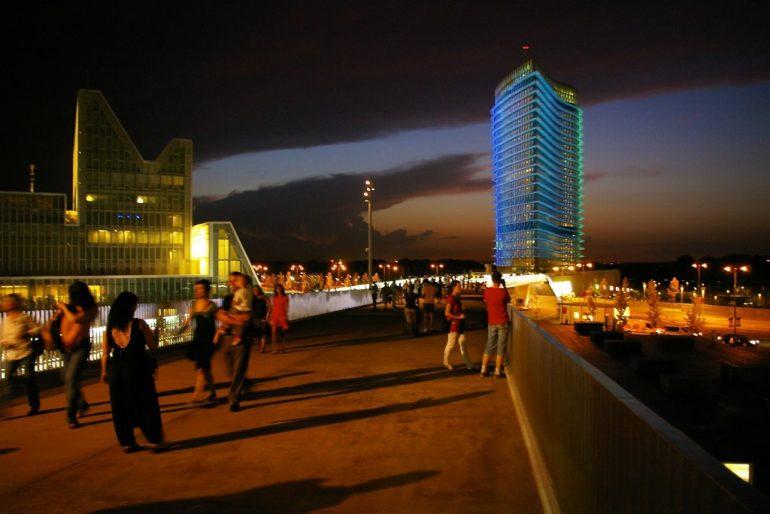 Expo 2008: Sonnenuntergang über dem Gelände