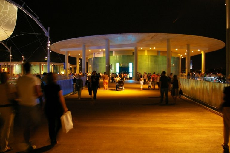 Expo 2008: Leuchtender Pavillion