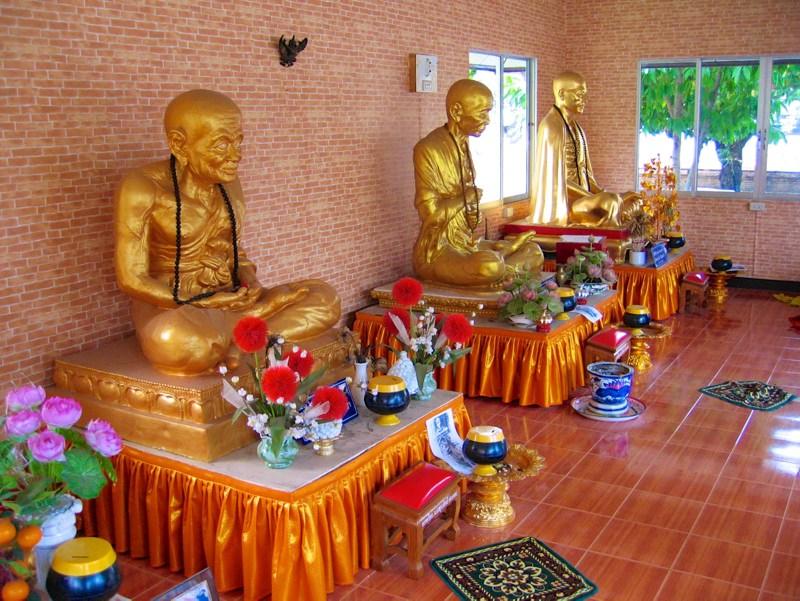 Temples in Chiangmai: Inside Wat Prasat