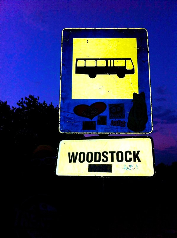 Haltestelle Woodstock: Strassnenschild