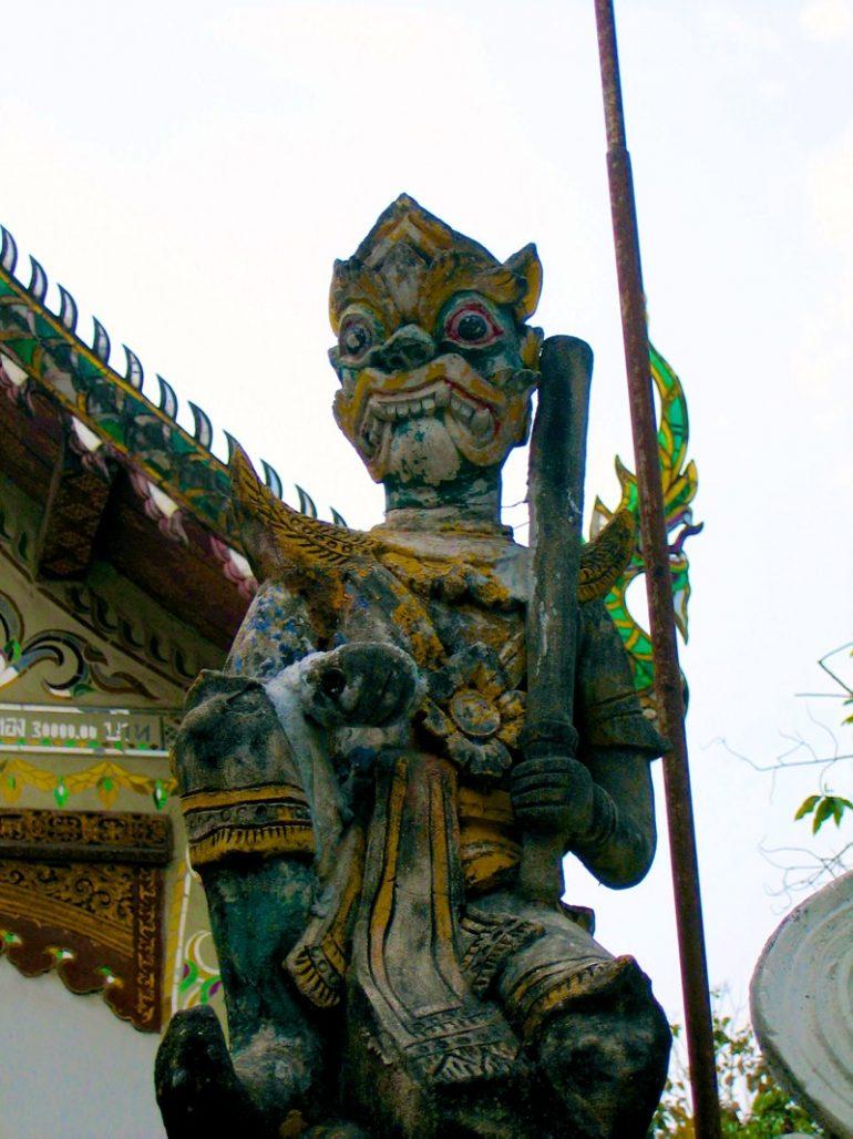 Tempel Chiang Mai: Statue im Wat Mengrai