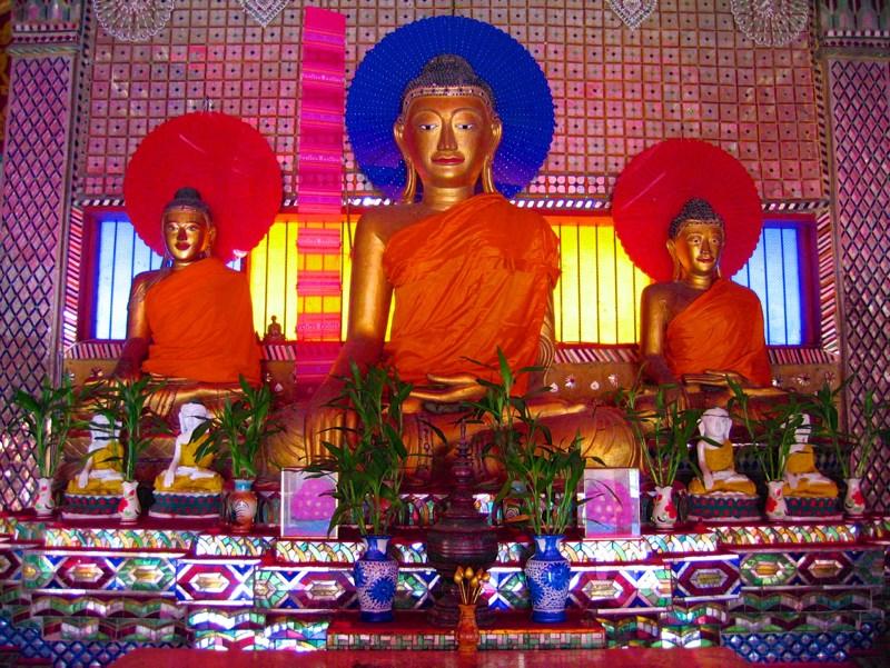 Temples in Chiangmai: Statues in Wat Sai Mun Myanmar