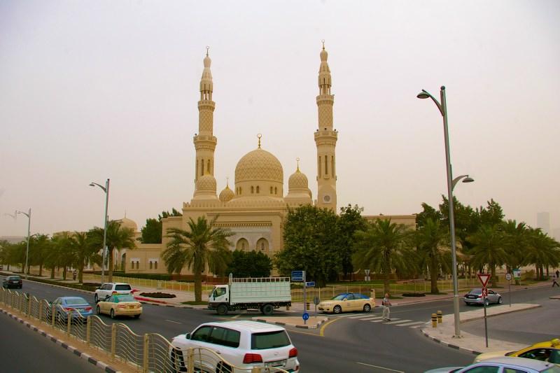 Moscheen und Palmen