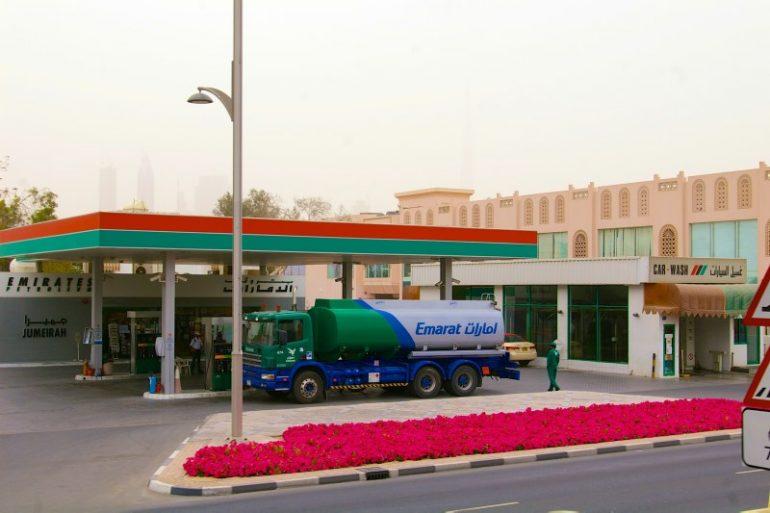 Zwischenstopp in Dubai: Tankstelle