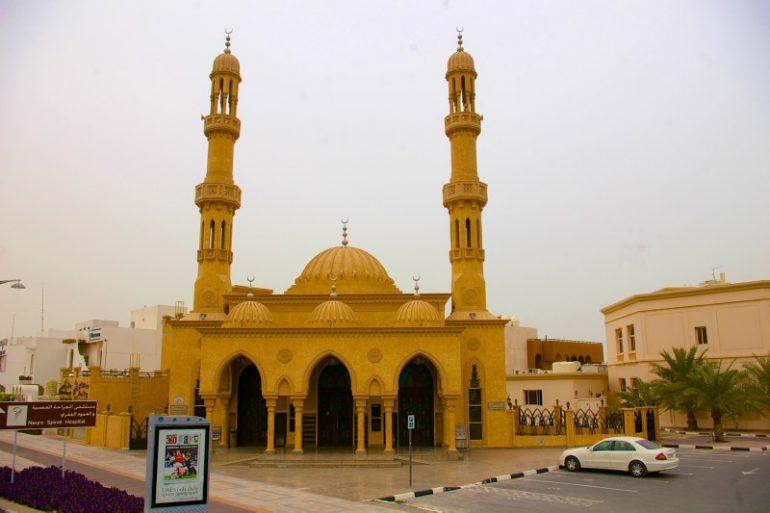 Moschee mit Fahrzeug