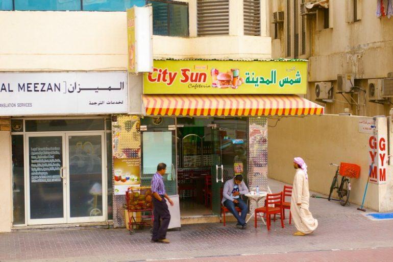 Zwischenstopp in Dubai: Geschäfte mit Einheimischen