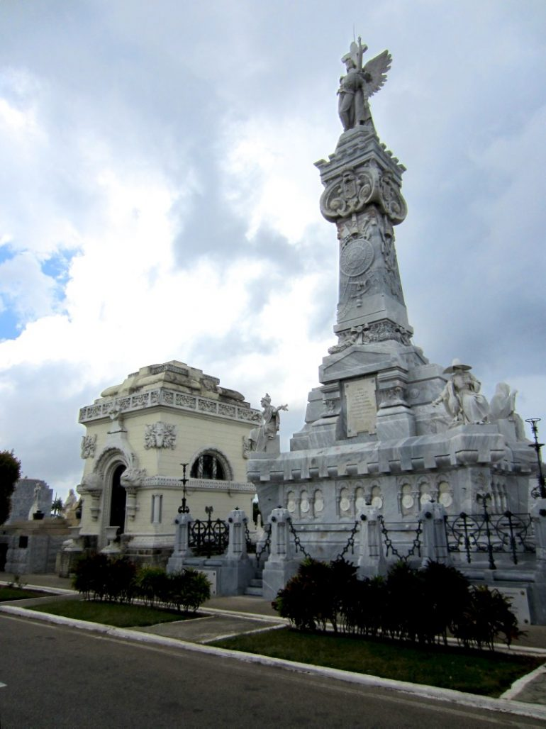 Most beautiful cemeteries: Statue at Cementerio Cristobal Colon