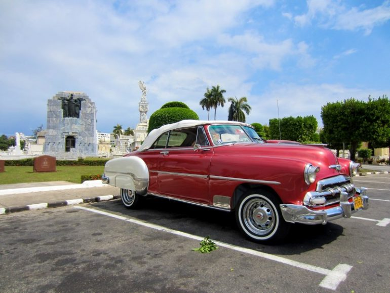 Most beautiful cemeteries: Classic car in front of graves