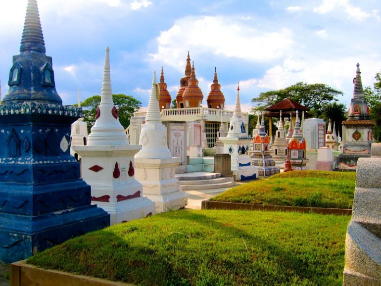 Most beautiful cemeteries: Stupas in Kanchanaburi