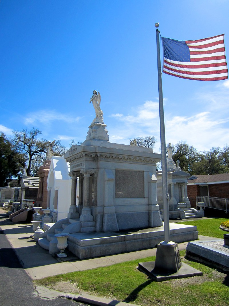 Grave and flag