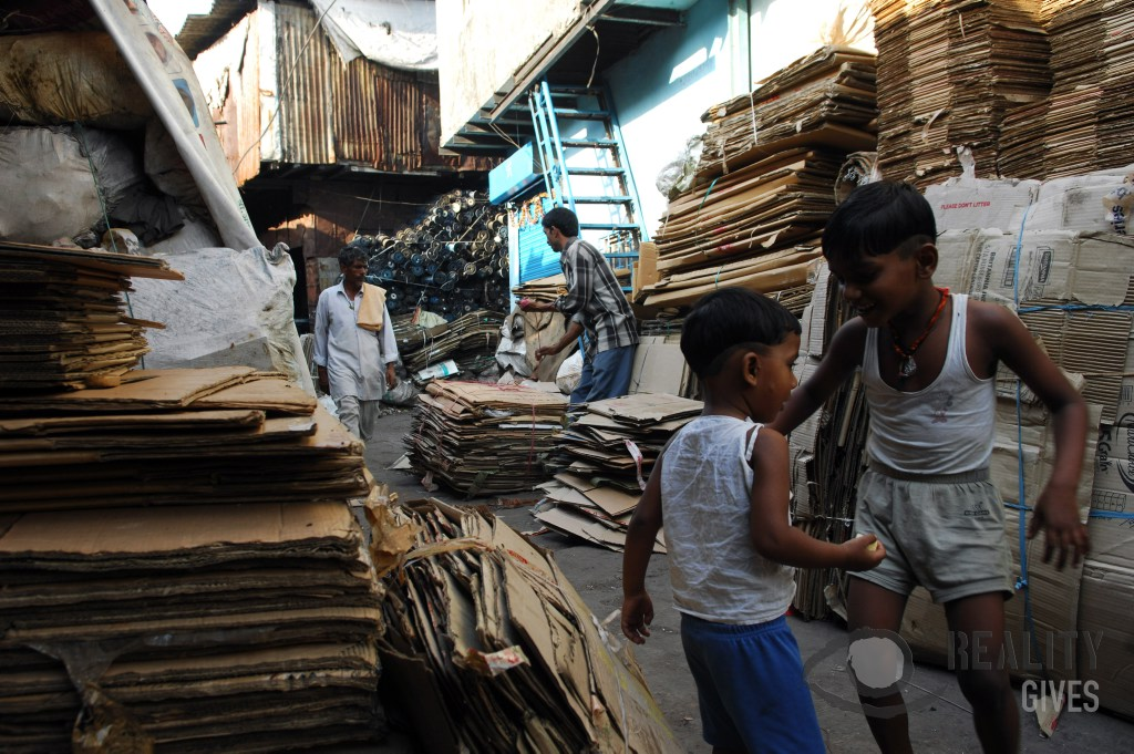 Cardboard Recycling in Dharavi - Tom Parker
