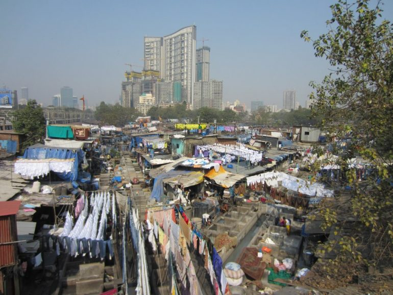 stadt in der stadt mumbais slum dharavi life is a trip. Black Bedroom Furniture Sets. Home Design Ideas