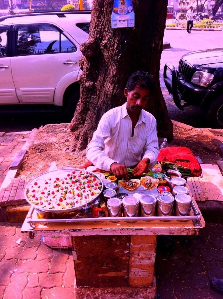 Jogging in Mumbai: Betelnussverkäufer am Strassenrand