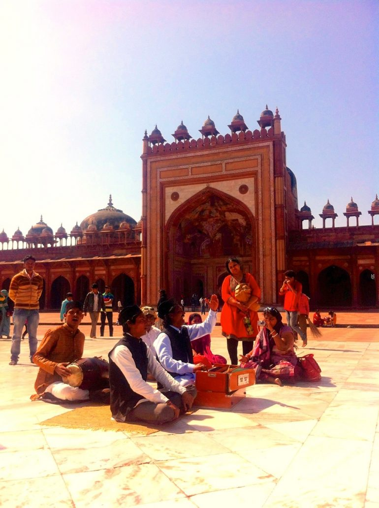Renting an Enfield in India: People playing music inside Fatehpur Sikri