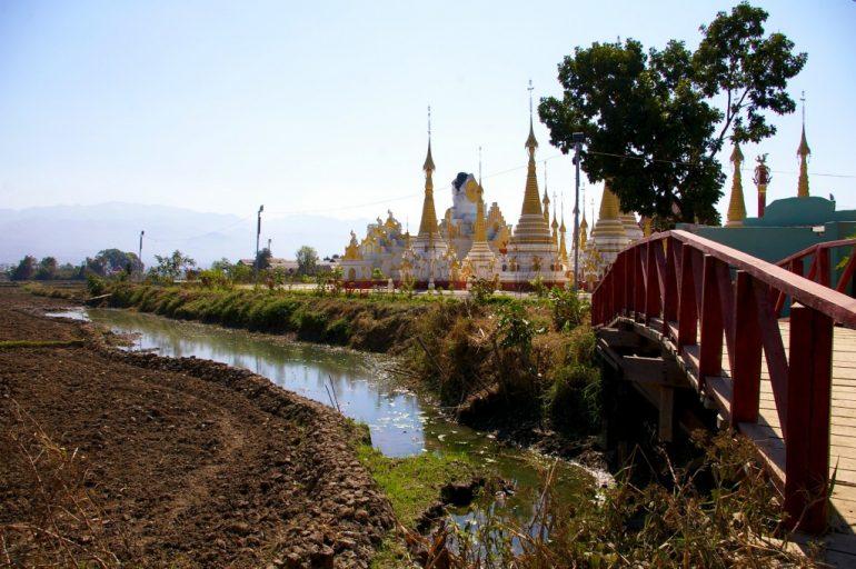 Brücke, Fluss und Tempel in Maynmar