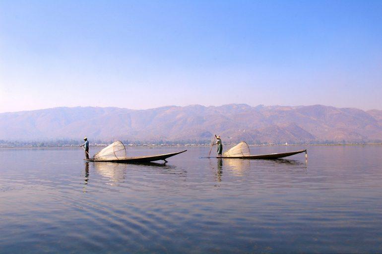 Fischer und Boote auf dem Inle Lake