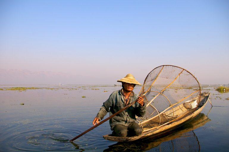 Fischer und  Boot auf dem Inle Lake