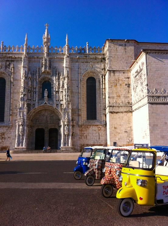 Lissabon Sehenswürdigkeiten: Jeronimos Kloster mit Tuk Tuks