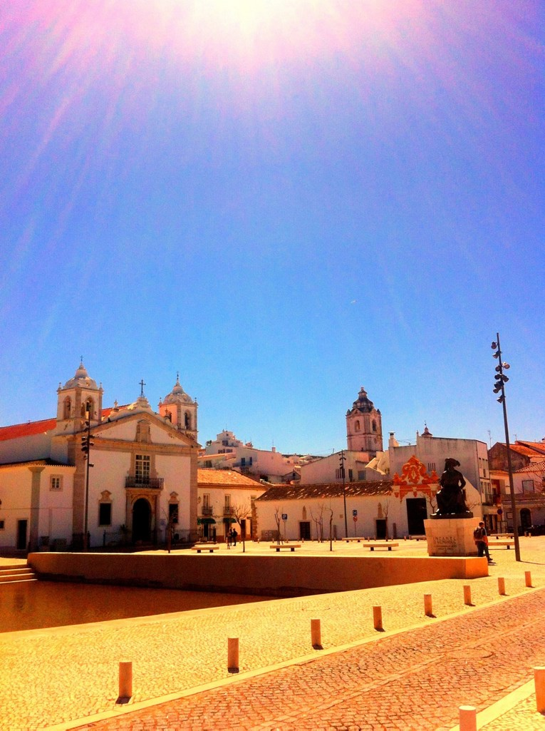 Algarve insider tips: Church and square in Lagos