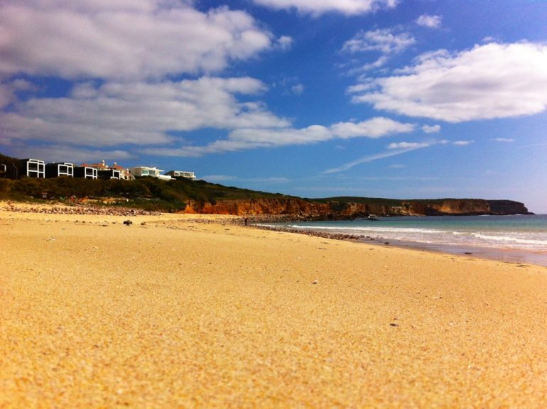 Algarve insider tips: beach, houses and ocean in Martinhal Beach