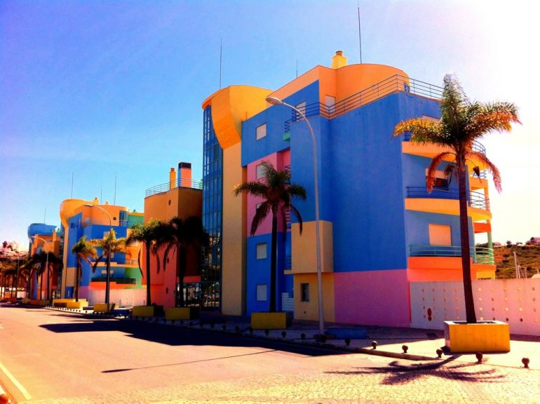 Algarve insider tips: Colorful houses in Albufeira