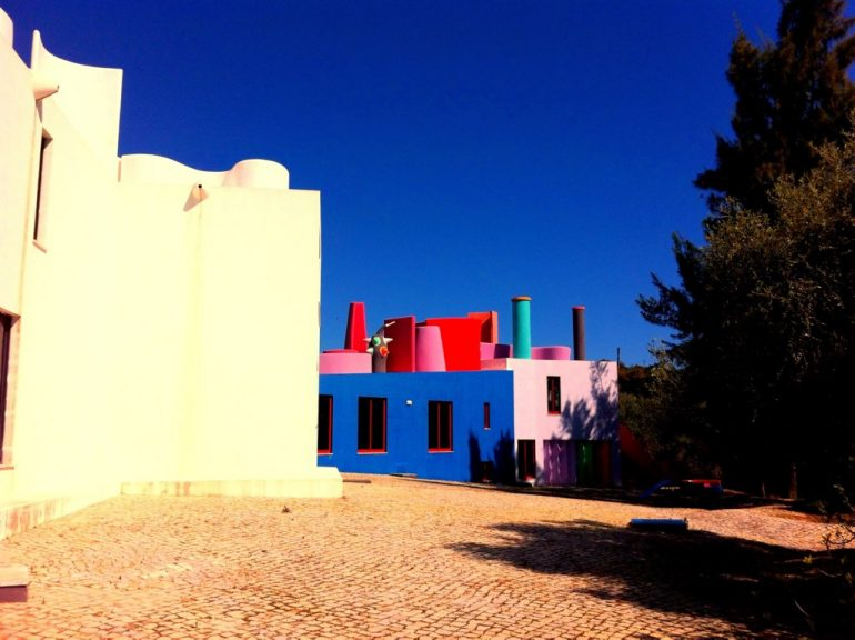 Algarve insider tips: Colorful houses at Centro de Arte Contemporanea Zefa