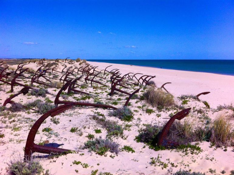 Algarve insider tips: Anchors and beach at the Anchor graveyard, Barril