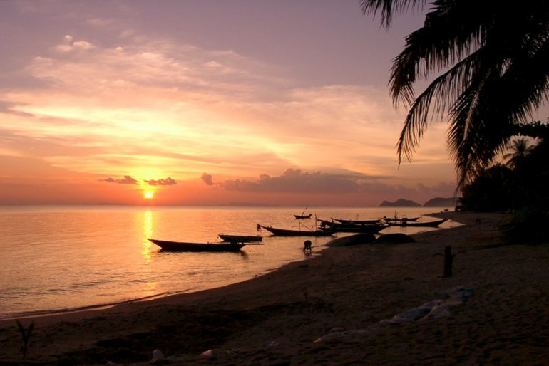 Budget Travel: Sunset over boats in Koh Phangan