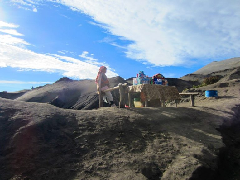 Budget travel: Woman selling snacks at a stand in Gunung Bromo