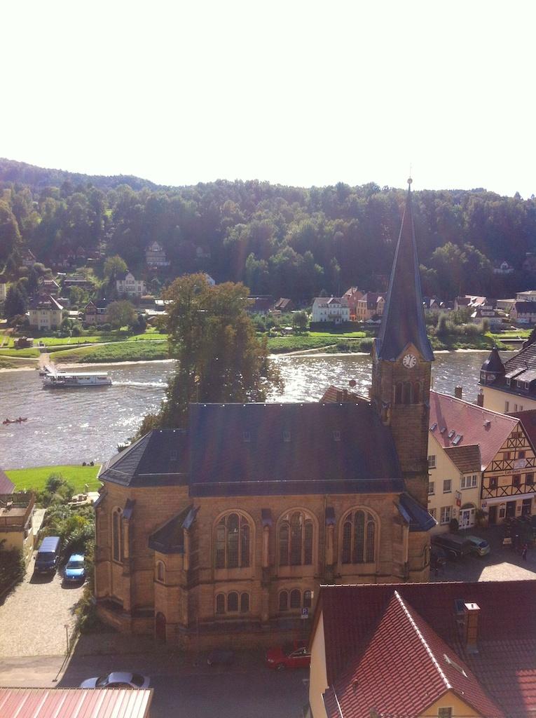 Kirche an der Elbe in Wehlen
