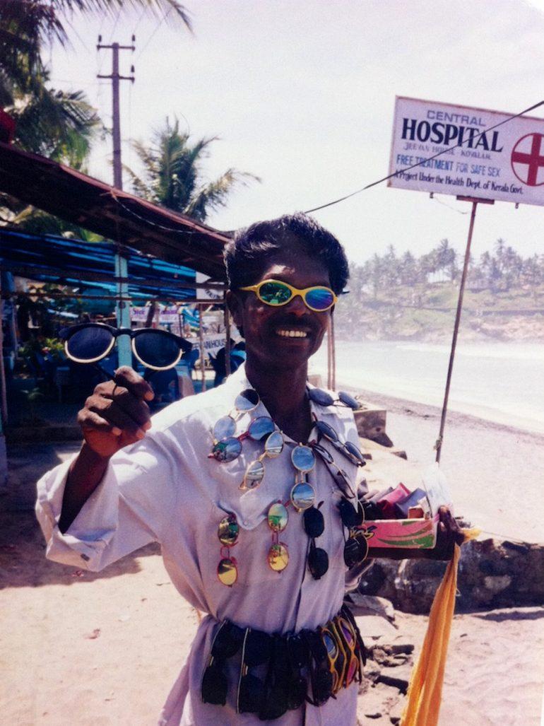 Brillenverkäufer in Goa, Indien