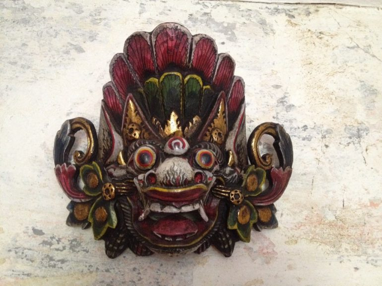 Luzide Träume: Holzmaske aus Indonesien